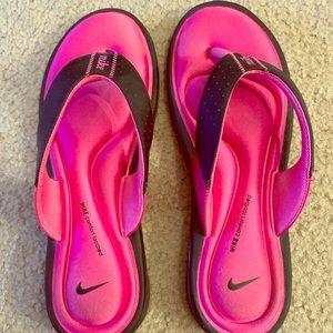 Nike Comfort Fit Pink sandals